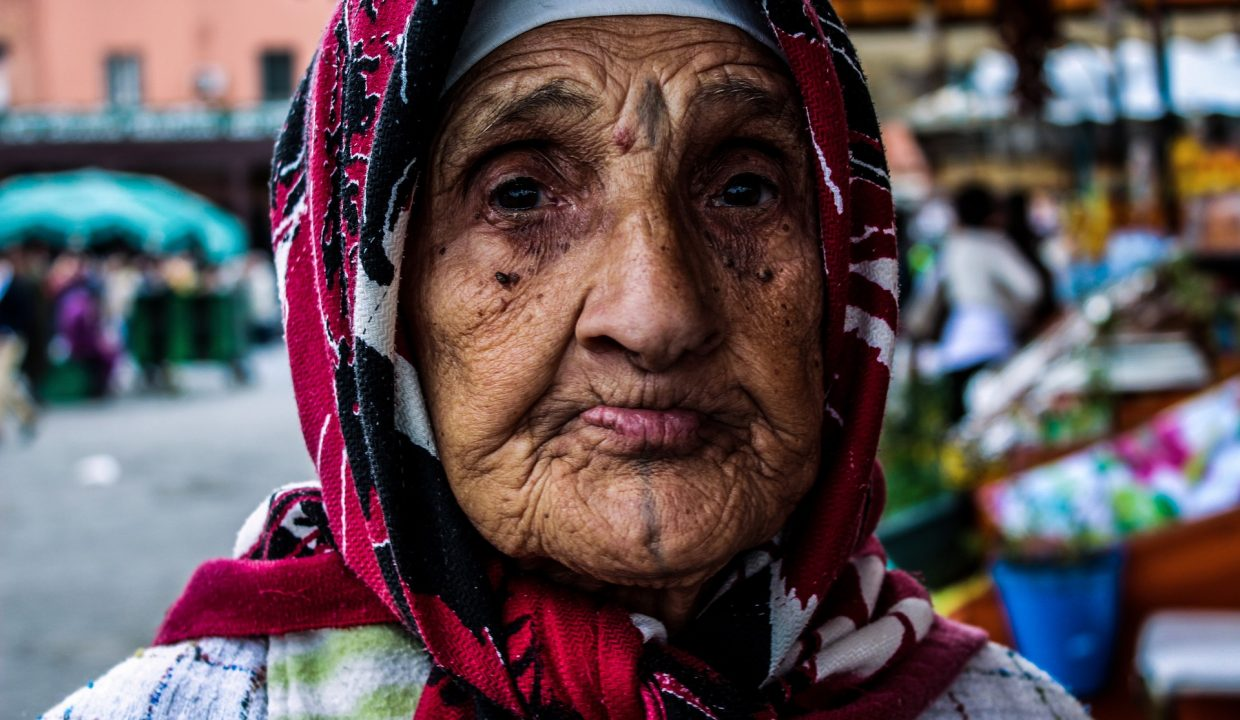 old-woman-1454248_1920