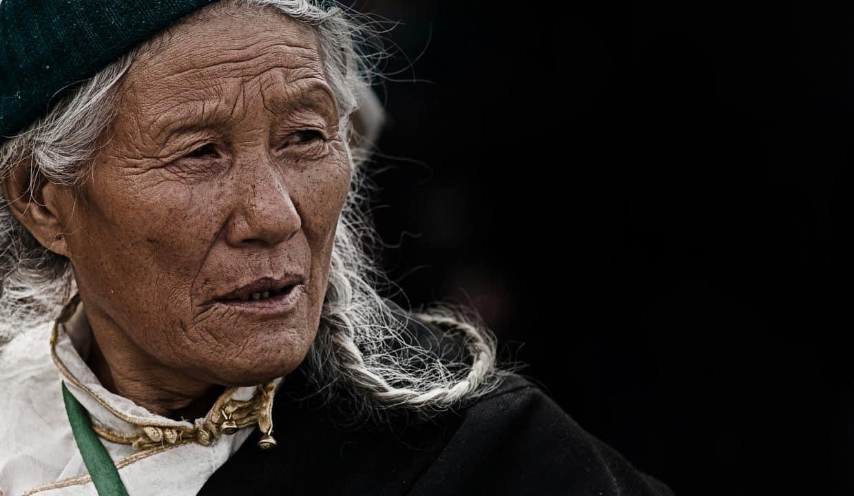 woman-1749355_1920